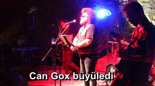 Can Gox hayranlarına unutulmaz bir gece yaşattı