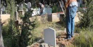 Muhtar Emin : İlk işi Mezarlığı temizemek oldu